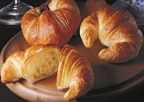 Oct 01, · Puff pastry is the flaky, crispy secret to savory appetizers, elegant entres, and decadent desserts. And with quality pre-made puff pastry available at local supermarkets, it's a breeze to make the dozens of impressive recipes in this cookbook.